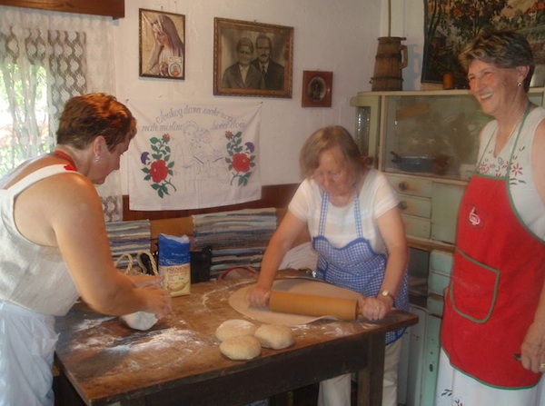 Pripremanje janinskih štrukla (Snimio Tibor Martan / Oblizeki)