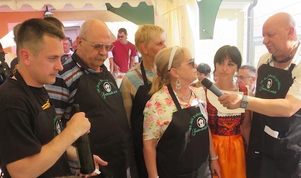 Najdojmljivija ekipa Seka predstavlja ocjenjivačkome sudu svoje uratke (Snimio MIljenko Brezak / Oblizeki)