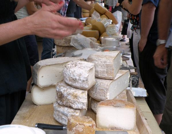 Koji odabrati? (Fotografija Festival sira u Svetvinčentu)