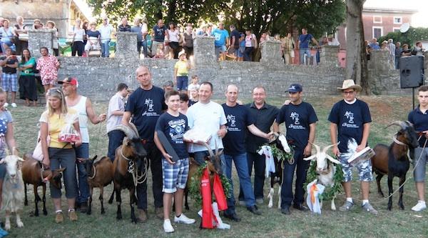 Ponos i dika Istre: nagrađene koze s vlasnicima (Fotografija Festival sira u Svetvinčentu)