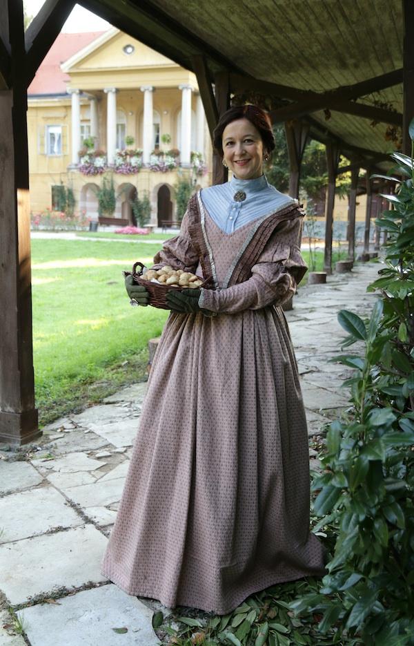 Promotivna grofica Lujza uz dvorac Erdődy u Novom Marofu s kruščićima grofice Lujze (Snimio Miljenko Brezak / Oblizeki)