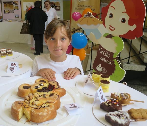 Katarina Šatović, najmlađi naraštaj poznatih kriških proizvođača slastica, prvi se put također natjecala (Snimio Miljenko Brezak / Oblizeki)