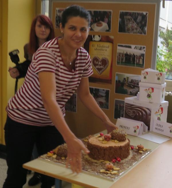Pri predaji torte (Snimio Miljenko Brezak / Oblizeki)