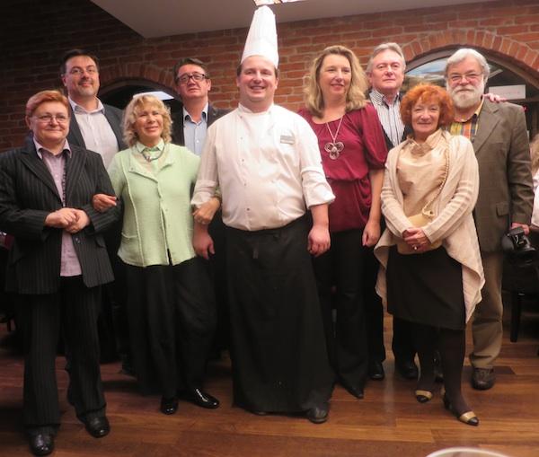 Za uspomenu: chef Marfo Futivić s novinarima iz per zemalja (Snimio Miljenko Brezak / Oblizeki)