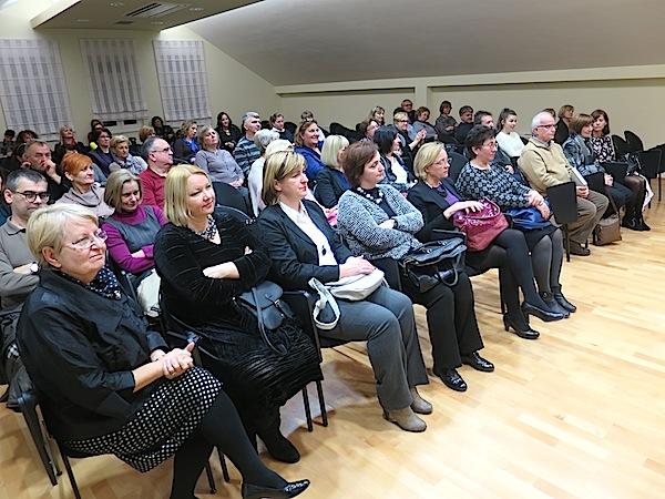 Koprivnička publika ljubopitljivo se zanimala za knjigu doslovce izvučenu iz zaborava (Snimio Miljenko Brezak / Oblizeki)