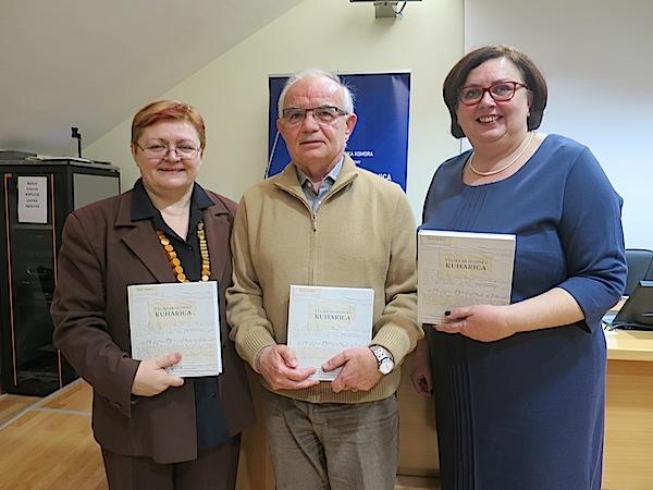 S bakinom kuharicom: Božica Brkan, Mladen Sudeta i Ksenija Krušelj  (Snimio Miljenko Brezak / Oblizeki)