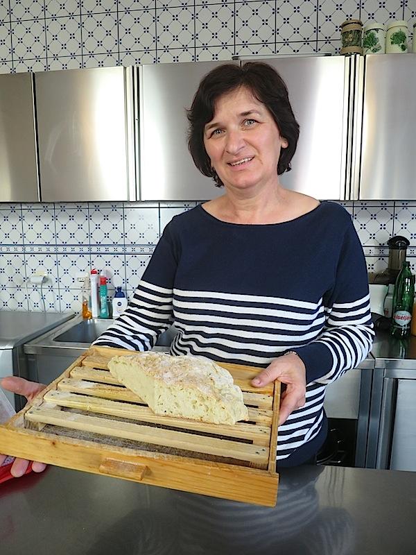 Marica Marinčić sa svojom pogačom (Snimila Božica Brkan / Oblizeki)