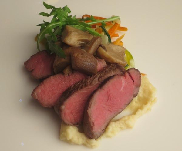 Dojmljivo jelo i bez tanjura, po chefu Mislavu dovoljna je prikladna bijela podloga (Fotografija Božica Brkan / Oblizeki)