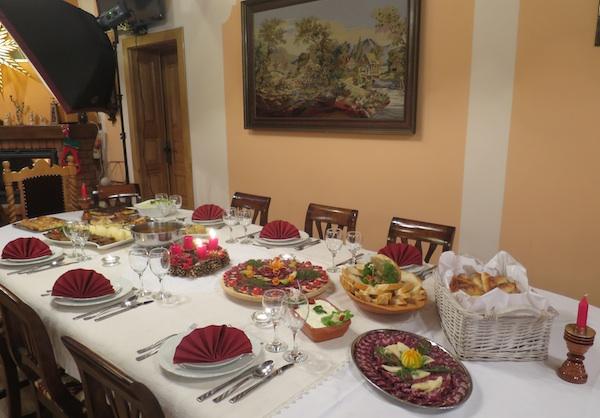 Stol kao da svaki čas očekuje dobrodošle goste (Fotografija Božica Brkan / Oblizeki)