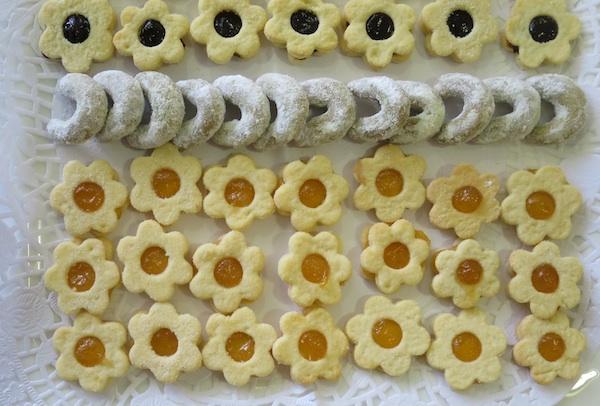 Na istome pladnju zvjezdice s dvije vrste pekmeza i vanili kiflići novoga okusa (Fotografija Oblizeki)