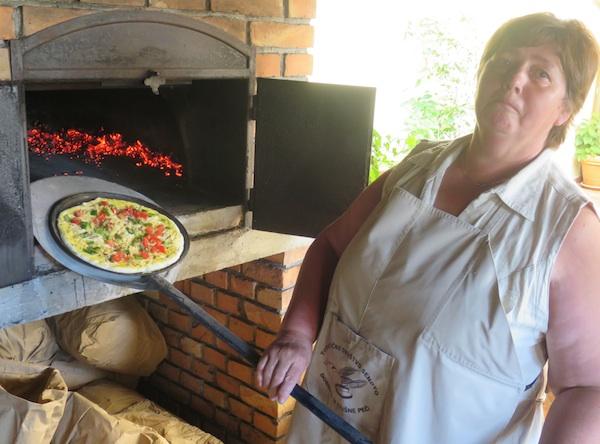 Jožica Marija Omerzo, prosjača i krušna peć (Fotografija Miljenko Brezak / Oblizeki)