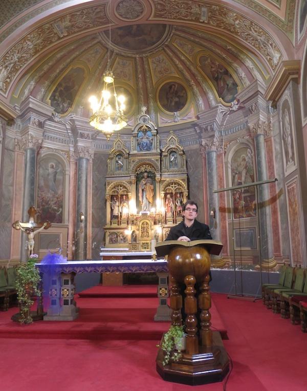 Kapelan Ivica Šimunović npvinarima je predstavio ivanićgradsku crkvu sv. Petra (Fotografija Božica Brkan / Oblizeki)