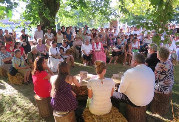 Vrlo zanimljivo predstavljanje Vrbovečke kuharice I. s degustacijom u gradskome parku u vrijeme Kajk su jeli naši stari (Fotografija Miljenko Brezak / Oblizeki)