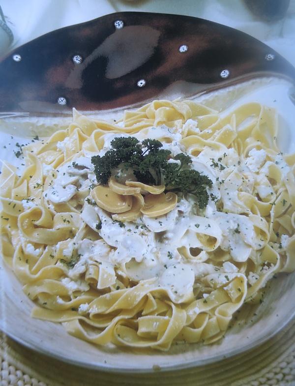 Tanjur ozaljskih rezanaca presnimljen iz knjige recepti iz Vegetine kuhinje, fotografija Davora Marjanovića