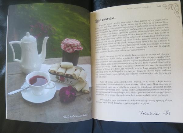 Duplerica knjige s belim bakinim kolačem