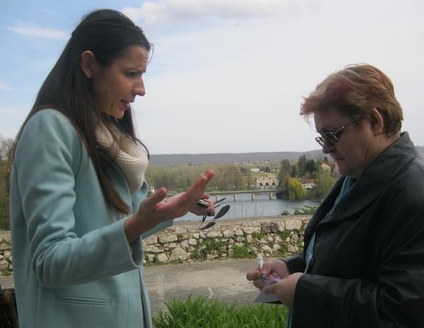 Uvijek tema za razgovor: Lidija Žganjer Gržetić i Božica Brkan (Fotografija Miljenko Brezak / Oblizeki)