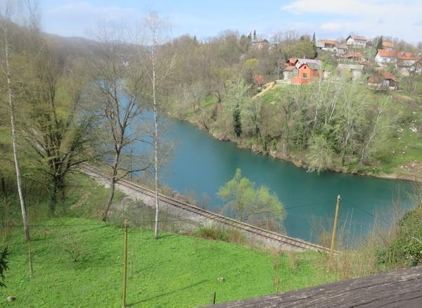 Pogled na Kupu sa Staroga grada uzvodno (Fotograija Miljenko Brezak / Oblizeki)