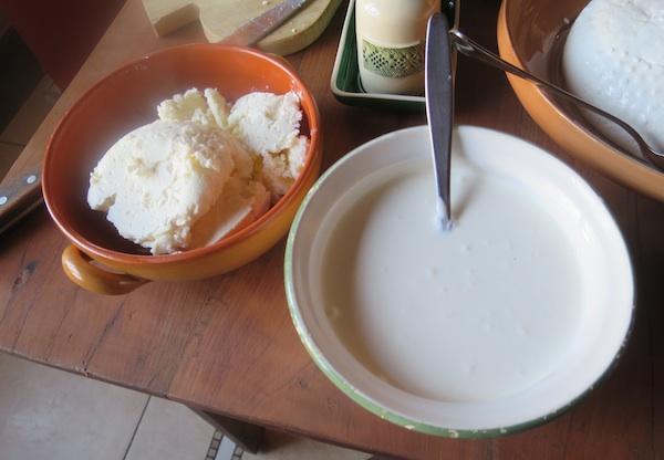 Domaći maslac i vrhnje iz susjedstva (Fotografija Božica Brkan / Oblizeki)