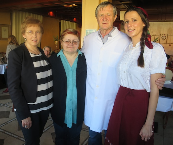 Marina, Ivan i Lidija Žganjer i ja s njima za dugo i ugodno sjećanje (Fotografija Miljenko Brezak / Oblizeki)