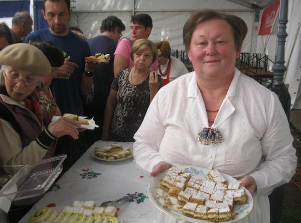 Božica Lacković sa svojom nagrađenom slasticom (Fotografija Miljenko Brezak / Oblizeki)