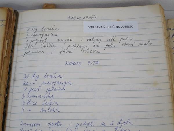 Dio izloženih bilježnica: ona Snježane Štribrićm učestale pobjednice Kriških oblizeka (Fotografija Miljenko Brezak / Oblizeki)