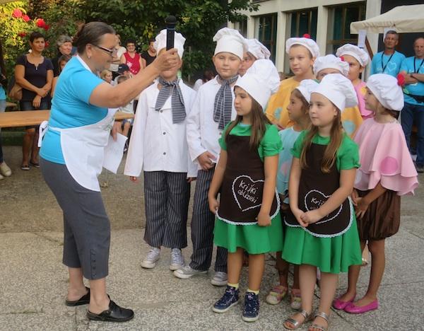 Zahvala publici pjesmom i plesom: djeca iz DND Vladimir Nazor Križ (Fotografija Miljenko Brezak Oblizeki)