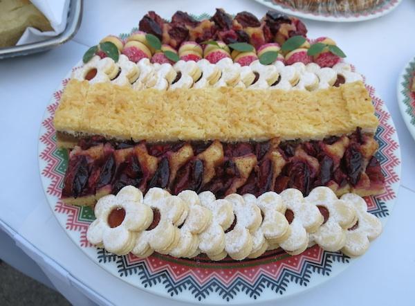 Tanjur kolača iz knjige (Fotografija Miljenko Brezak / Oblizeki)
