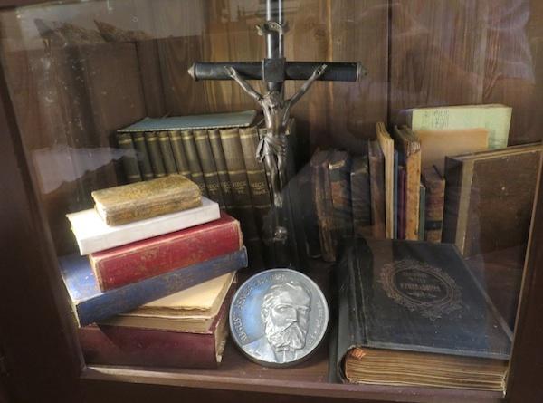 Medalja akademskog kipara Šime Klaića posvećena Augustu Šenoi (Fotografija Božica Brkan / Oblizeki)