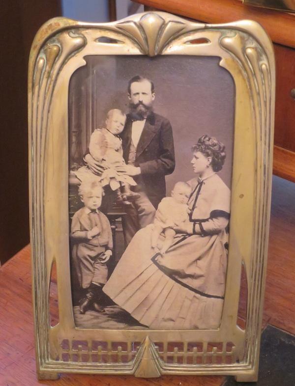 Fotografija obitelji Augusta Šenoe (Fotografija Miljenko Brezak / Oblizeki)