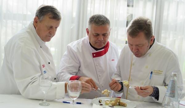 Stručni ocjenjivački sud: Slavko Večerić, Dražen Đurišević i predsjednik ivica Štruml (Fotografija Miljenko Brezak / Oblizeki)