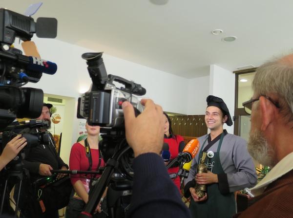 Pred kamerama i mikrofonima (Fotografija Miljenko Brezak / Oblizeki)