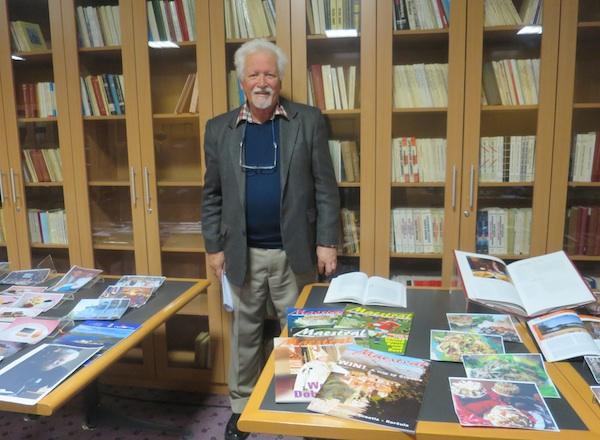 Na prigodnoj izložbi svojih izdanja, među kojima je osobito ponosan na časopis Maestral, koji je izdavao dvije godine (Fotografija Božica Brkan / Oblizeki)