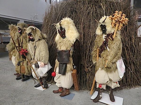 Dio strašnih maski iz Muzeja buša u Mohaču (Fotografija Miljenko Brezak / Oblizeki)