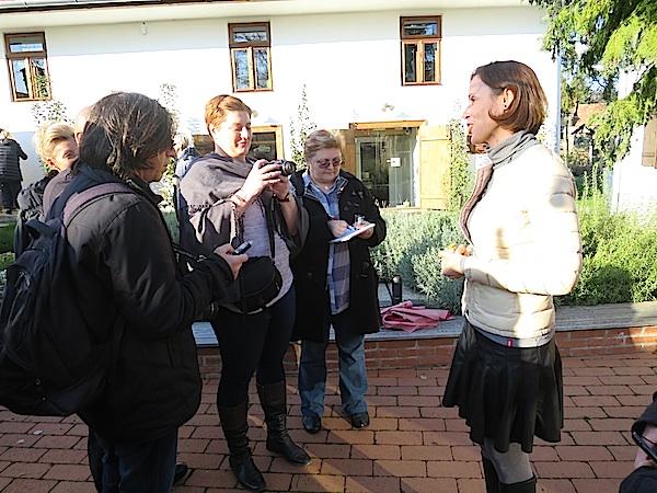 Najprije posao, a onda degustacija: Goran Gazdek Željka Bajla i Božica Brkan i Judit Csaplár u razgovoru o mlinu (Fotografija Miljenko Brezak / Oblizeki)