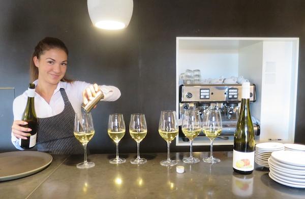Uz jela poslužuju jednostavna vina i sokove (Fotografija Božica Brkan / Oblizeki)