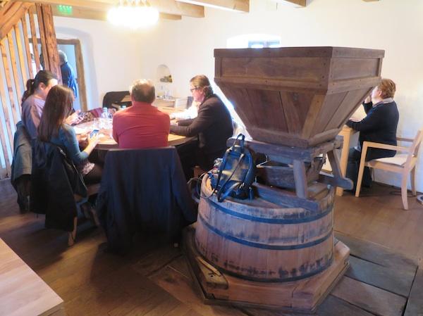 Objed u društvu staroga mlina (Fotografija Miljenko Brezak / Oblizeki)