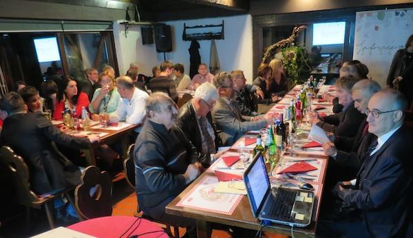 """Dio publike u dijelu """"čitanja pjesama"""" (Fotografija Miljenko Brezak / Oblizeki)"""