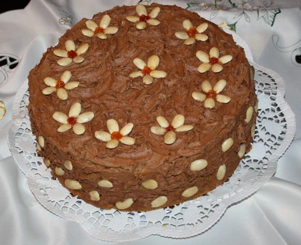 Purgerska krapinska Štefanijina torta na način Marije Kozine ukrašena bademima (Fotografija Kozina / Oblizeki)