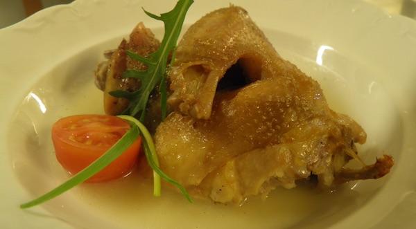 Pečena kokoš s hrenom (Fotografija Blue Sun Hotel Kaj)