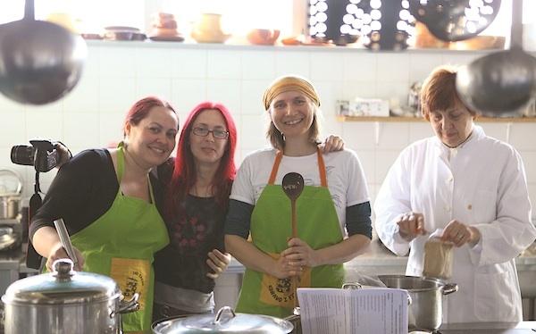 U kuhinji (dokumentacija DND Zabok)