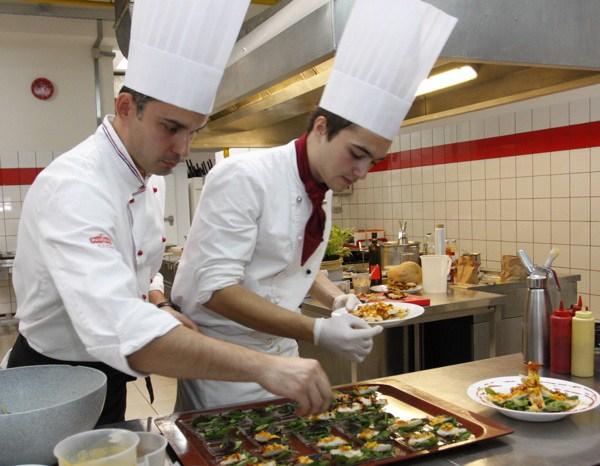 Chefovi Ribert i Jadran na jednoj od događaja koje su oblizeki orgnizirali za ivanićgradsku Bučijadu (Fotografija Dražen Kopač / Oblizeki)