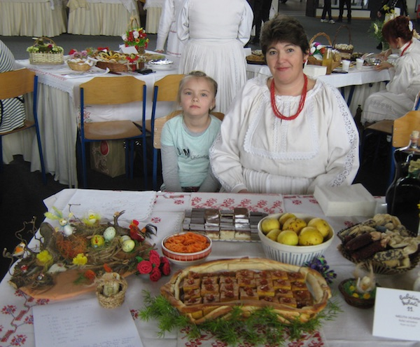 I ove godine najmlađa babica uza svoj izlagački stol (Fotografija Miljenko Brezak)