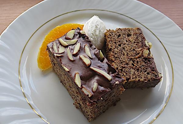 Poslužen sa slatkim tučenim vrhnjem i narančom (Fotografija Božica Brkan / Oblizeki)