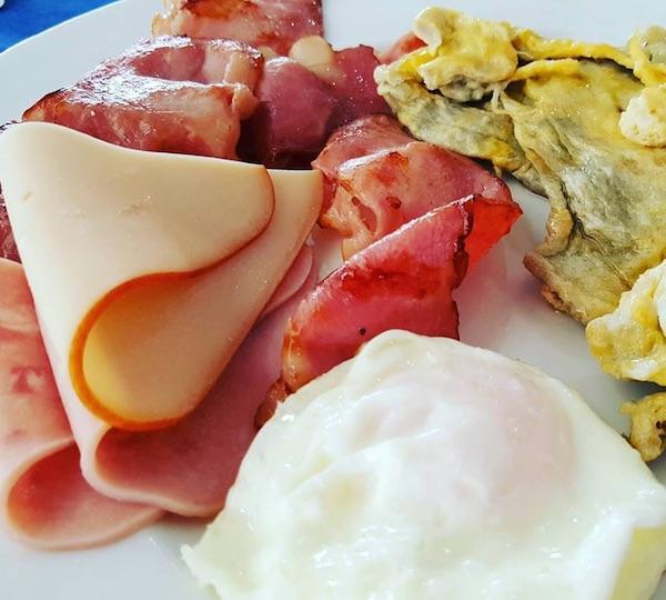Dio takozvanoga klasičnog kontinentalnog doručka (Fotografija Slobodan Kadić / Oblizeki)