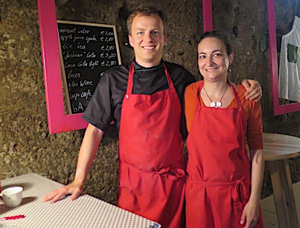 Zadovoljni još jednom dobro izvedenom kuharskom školicom: vlasnik Johann Bauer i njegova desna ruka Simone Kempinger (Fotografija Božica Brkan / Oblizeki)