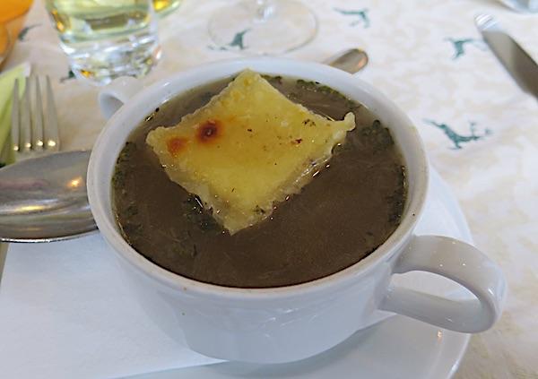 Austrijska juha od luka sa štrukom u restoranu Die Pflege Bruecke (Fotografija Božica Brkan / Oblizeki)