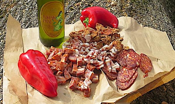 Za novinarsko kušanje u Turanovcu: svježa virovitička uz tradicionalne suhomesnate proizvode s mljevenom paprikom (Fotografija Božica Brkan / Oblizeki)