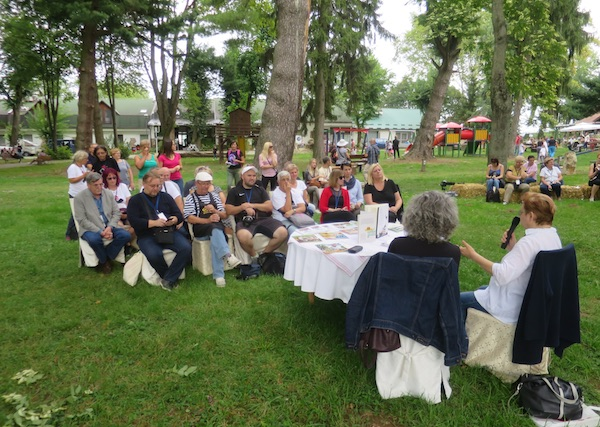 Na Fra Ma Fu festivalu u drevnome parku, na otvorenome, Sandra Pocrnić Mlakar predstavila je Božicu Brkan kao gastronovinarku (Fotografija Miljenko Brezak / Oblizeki)