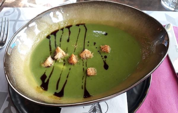 Juha od zelenoga lisnatog povrća kao dio dnevnoga menija u restoranu Alegria (Fotografija Božica Brkan / Oblizeki)