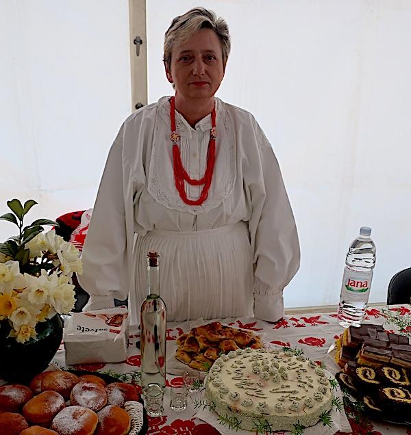 Vesna Celjak za svojim izlagačkim stolom (Fotografija Miljenko Brezak)